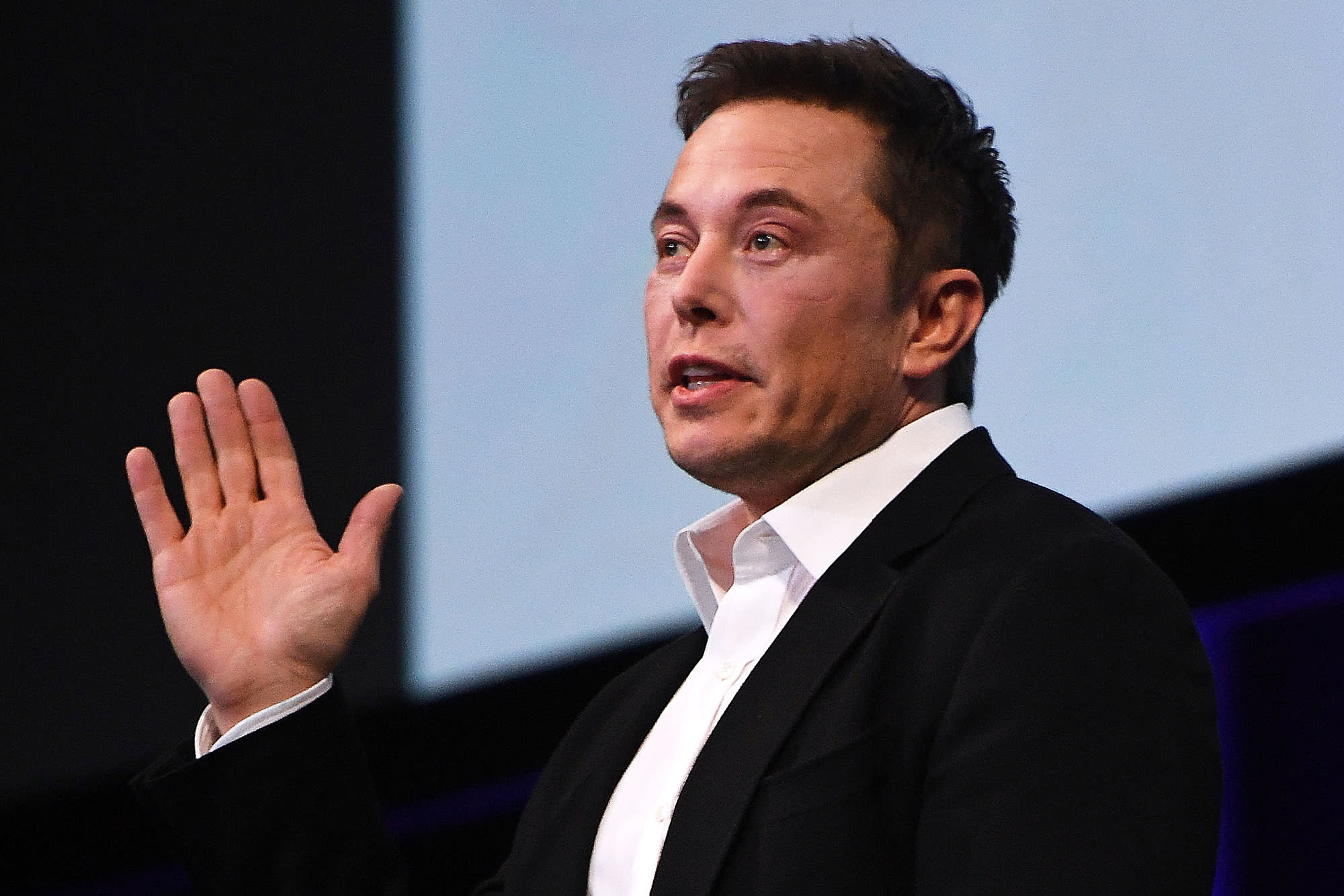 Tesla shares bounce, snapping six-day losing streak