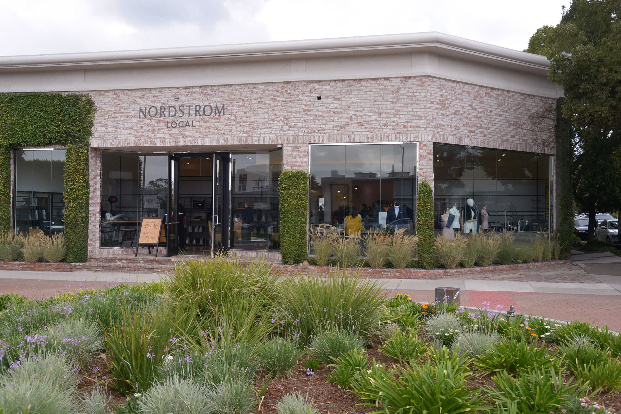52e0431e6c6 Nordstrom plans to open more stores with no inventory in Los Angeles