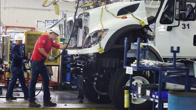 Higher sales of heavy trucks boost Navistar profit