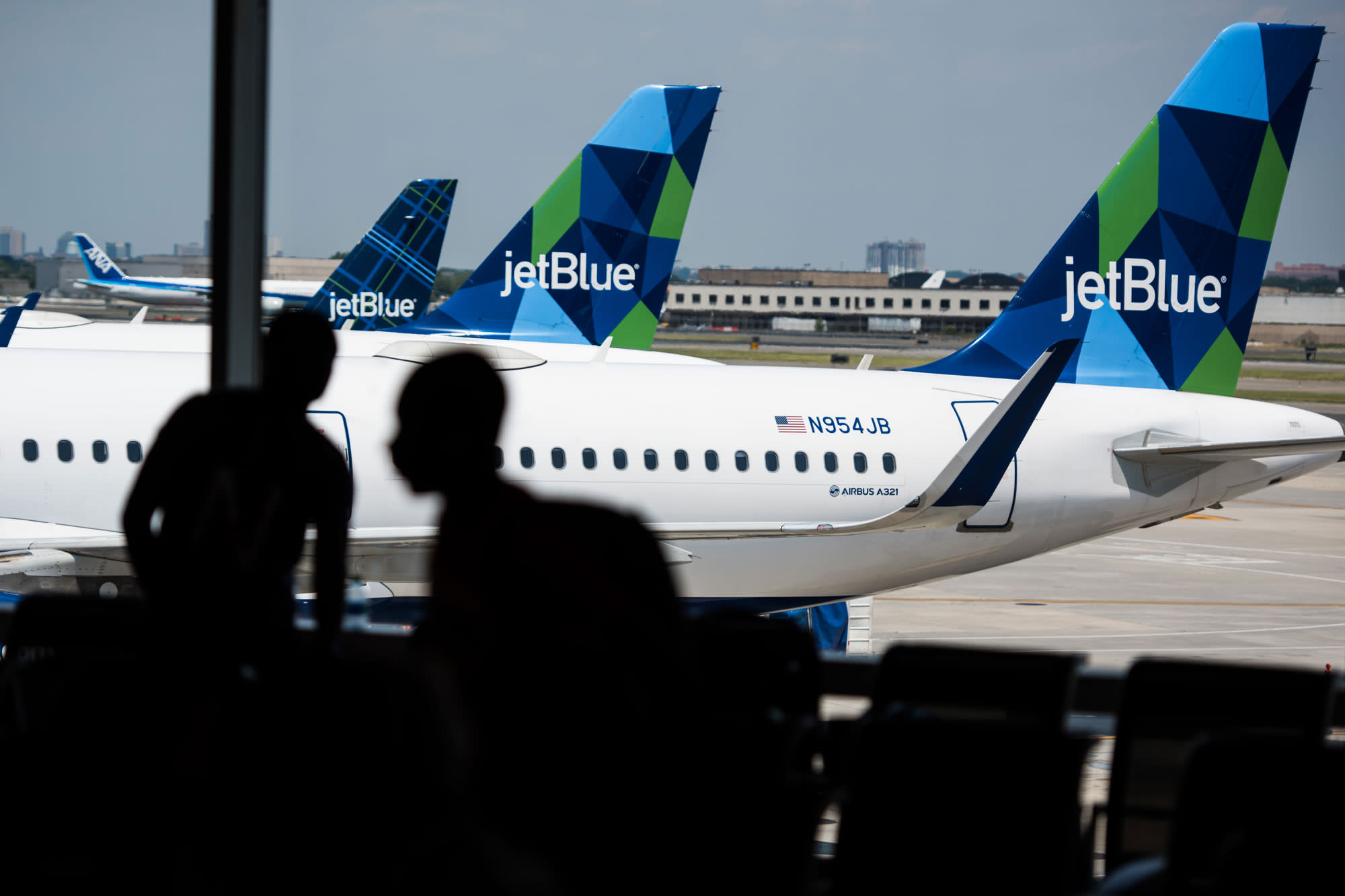 JetBlue slashes flights by 80% from its New York-area home as coronavirus spreads