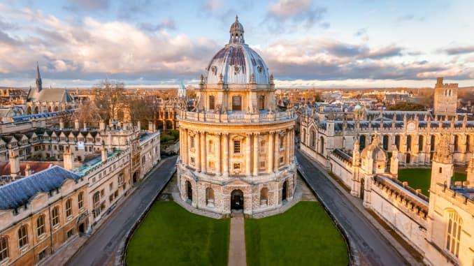 Vương quốc Anh là ngôi nhà của ba trong số 10 trường đại học hàng đầu thế giới, theo Times Higher Education, bao gồm cả Đại học Oxford.