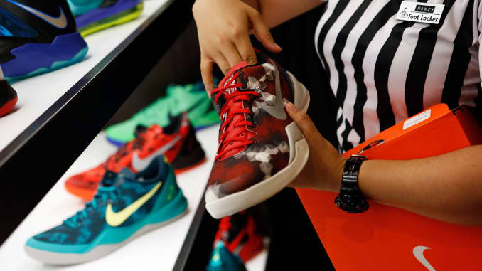 Foot Locker rallies nearly 6% after same-store sales and profit ...