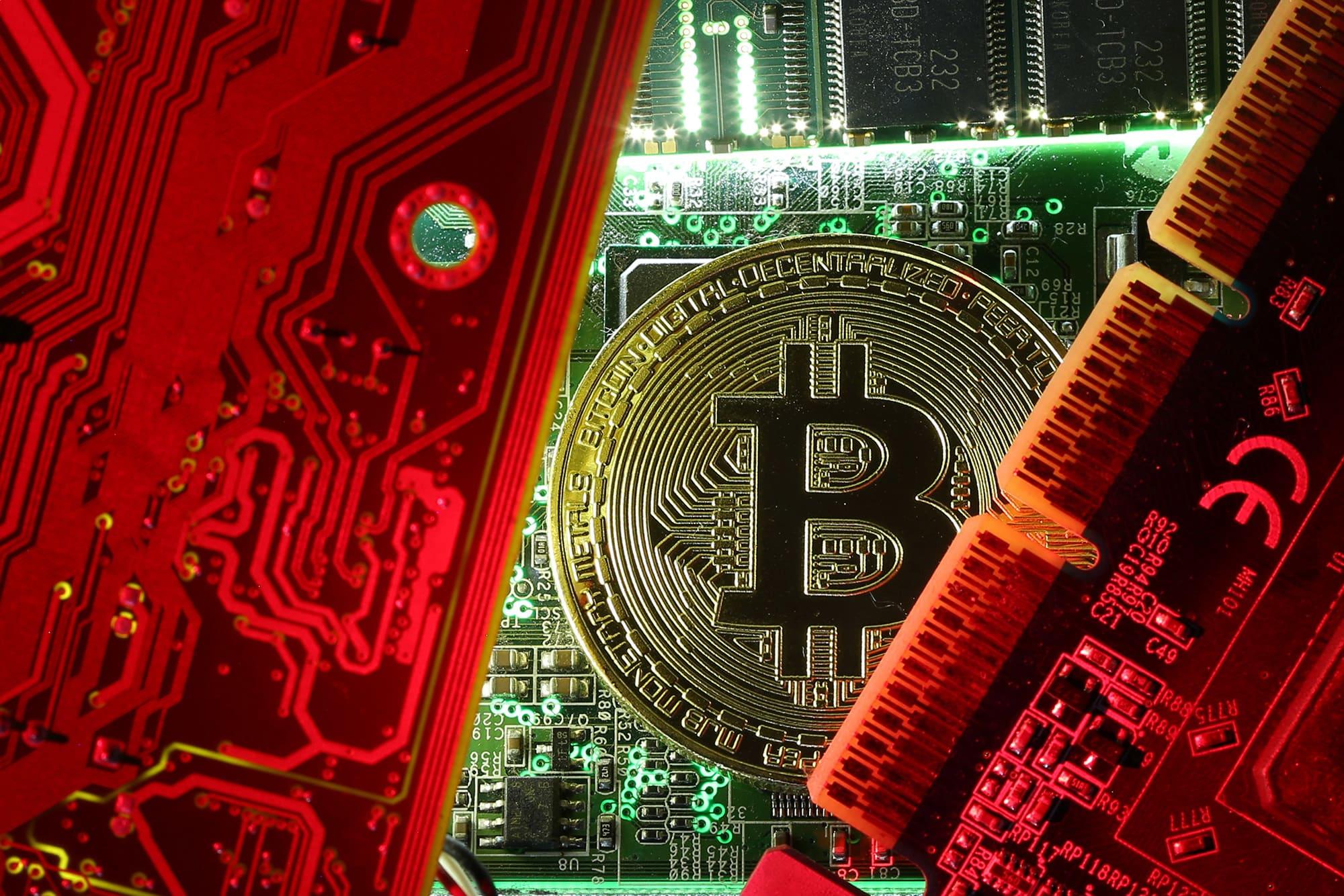 sec suspendă tranzacționarea bitcoinului)