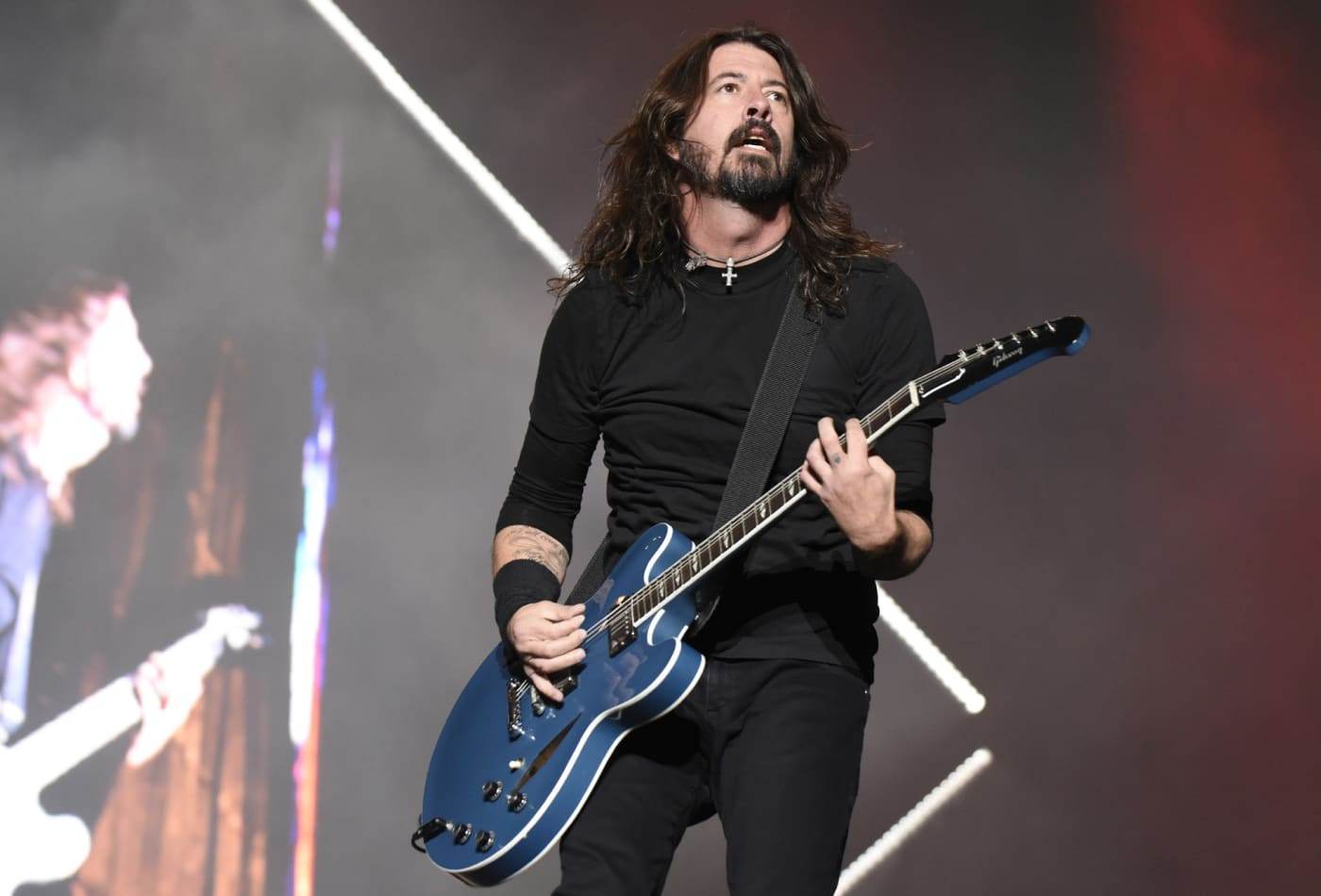 Foo Fighters Dave Grohl Saves His Money And Drives A Family Car