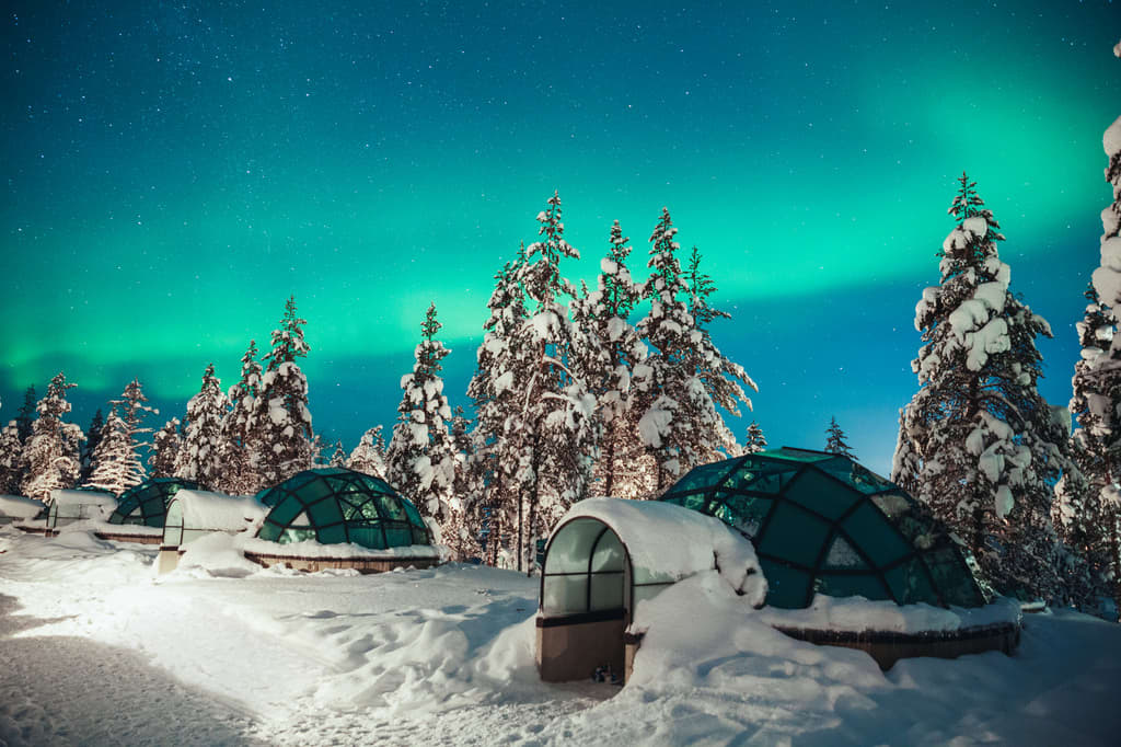 Igloo Hotel Northern Lights >> See The Northern Lights From A Glass Igloo At Kakslauttanen In Finland