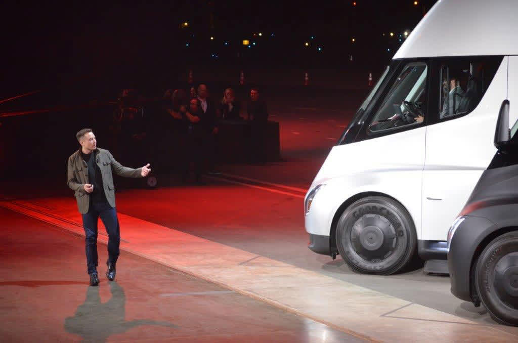 Elon Musk wants to connect RVs and trucks to the internet through SpaceX's Starlink satellites - CNBC
