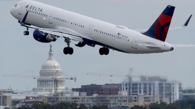 Lawmakers propose funding FAA during shutdowns after travel