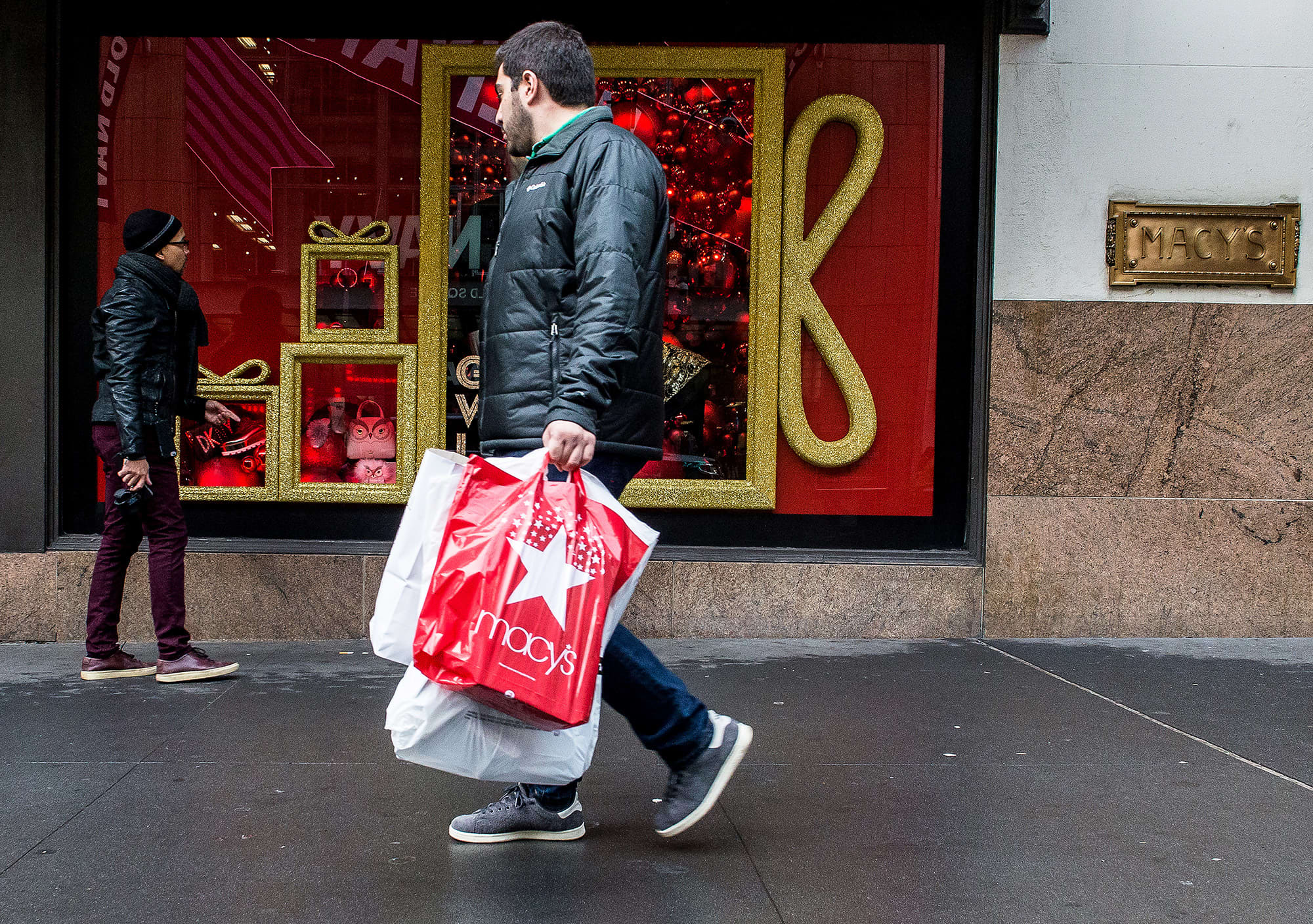 Macy's shares fall on sales miss, retailer slashes outlook