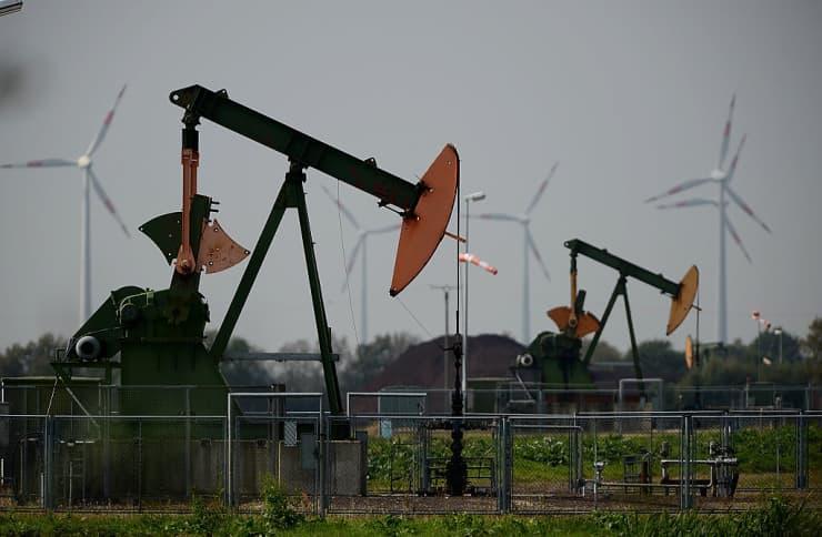 GS: Oil pumpjacks 171121