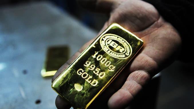 GP: Gold bar in hand 171122