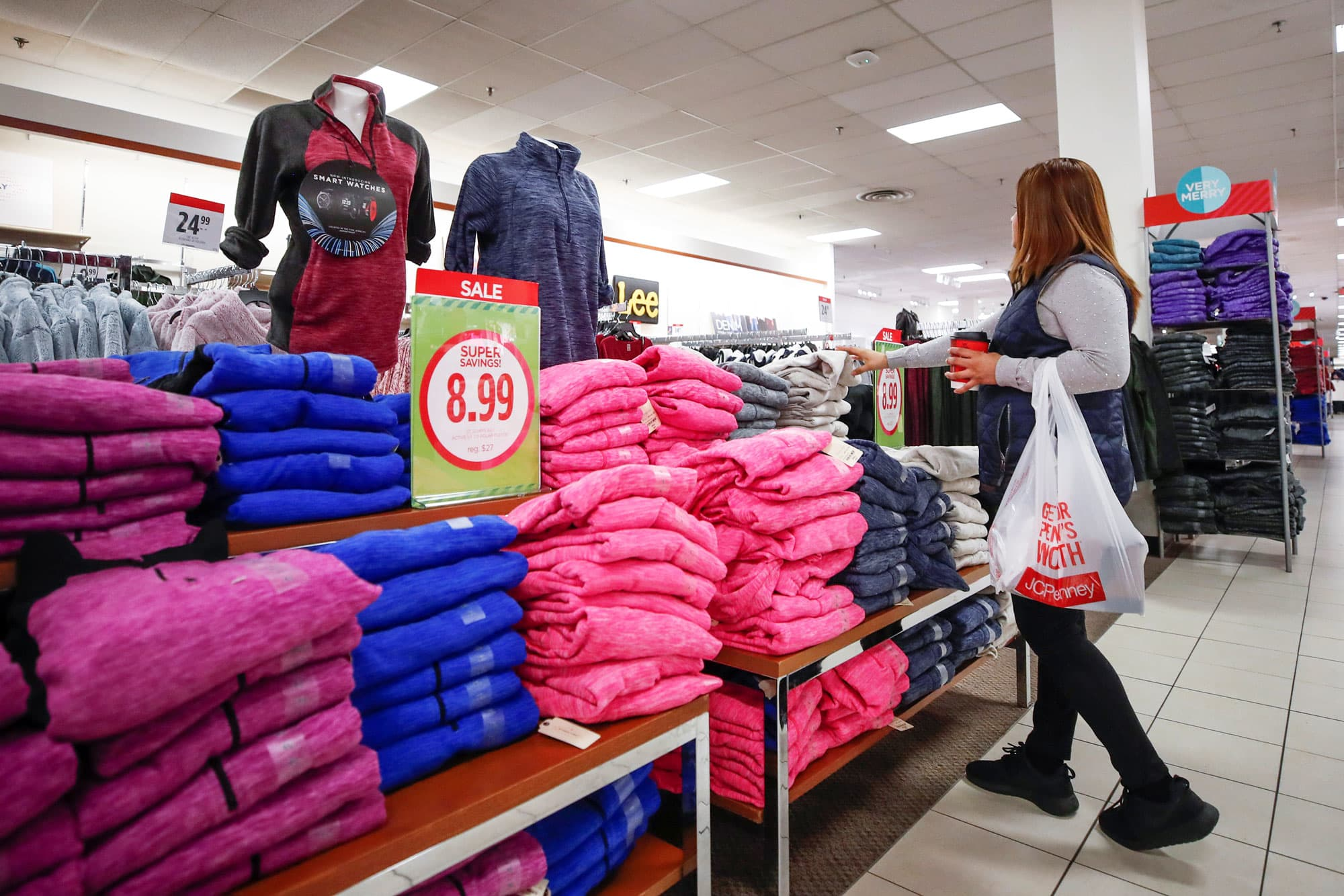 JC Penney prepping for debt talks ahead of the holiday season, Bloomberg says