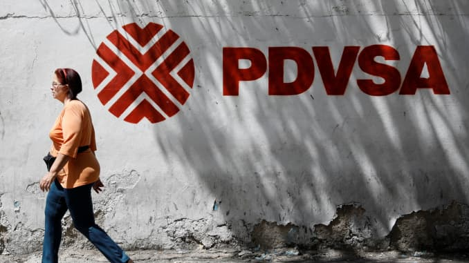 RT: PDVSA oil company Venezuela and pedestrian 171103