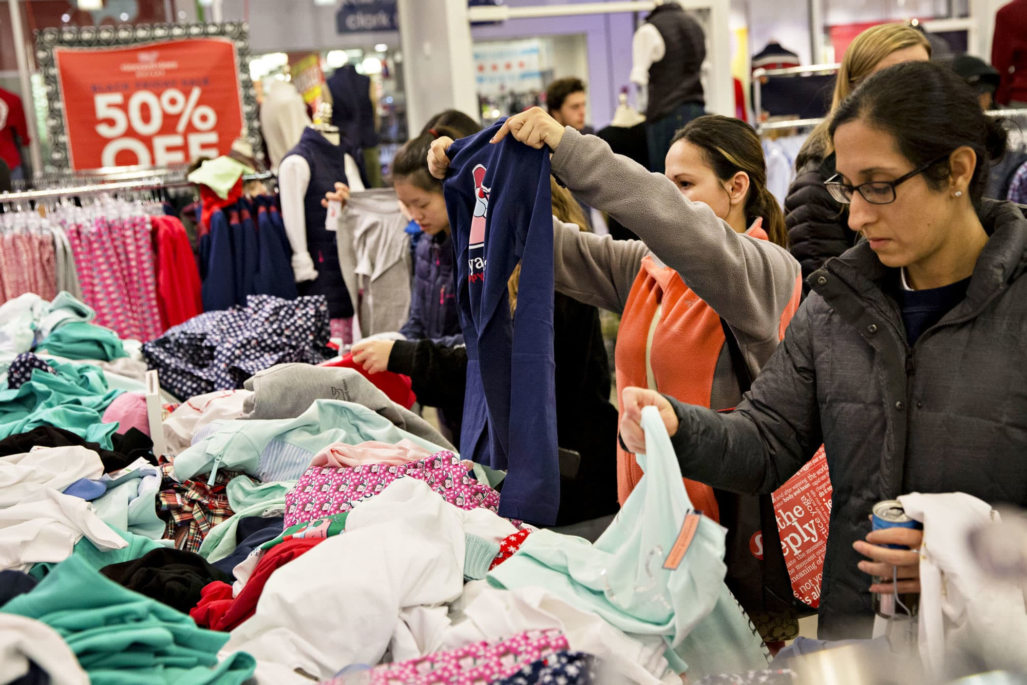 US retail sales unexpectedly decline in a sign that consumer economy could be cracking