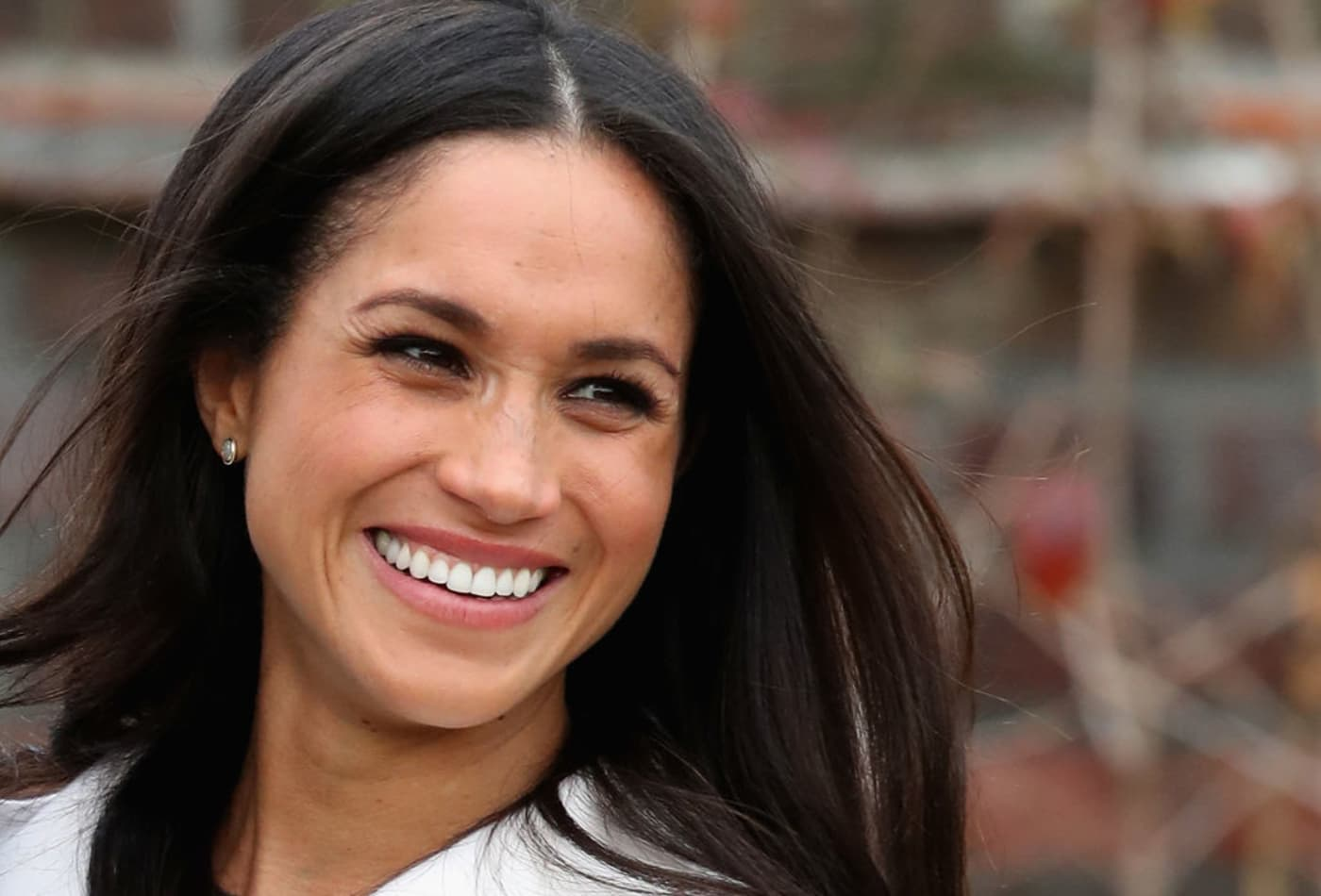 3b8385c116 Meghan Markle once drove a  beat-up  Ford that she had to climb into  through the trunk