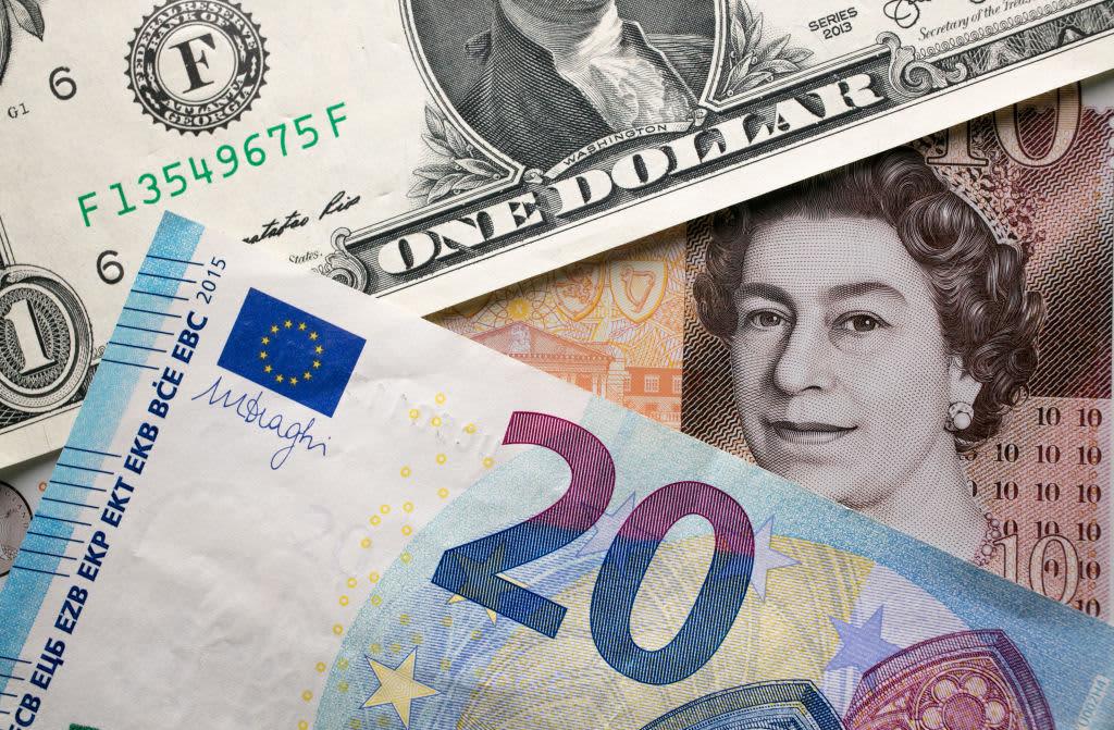 GP: Dollar pound euro 171205