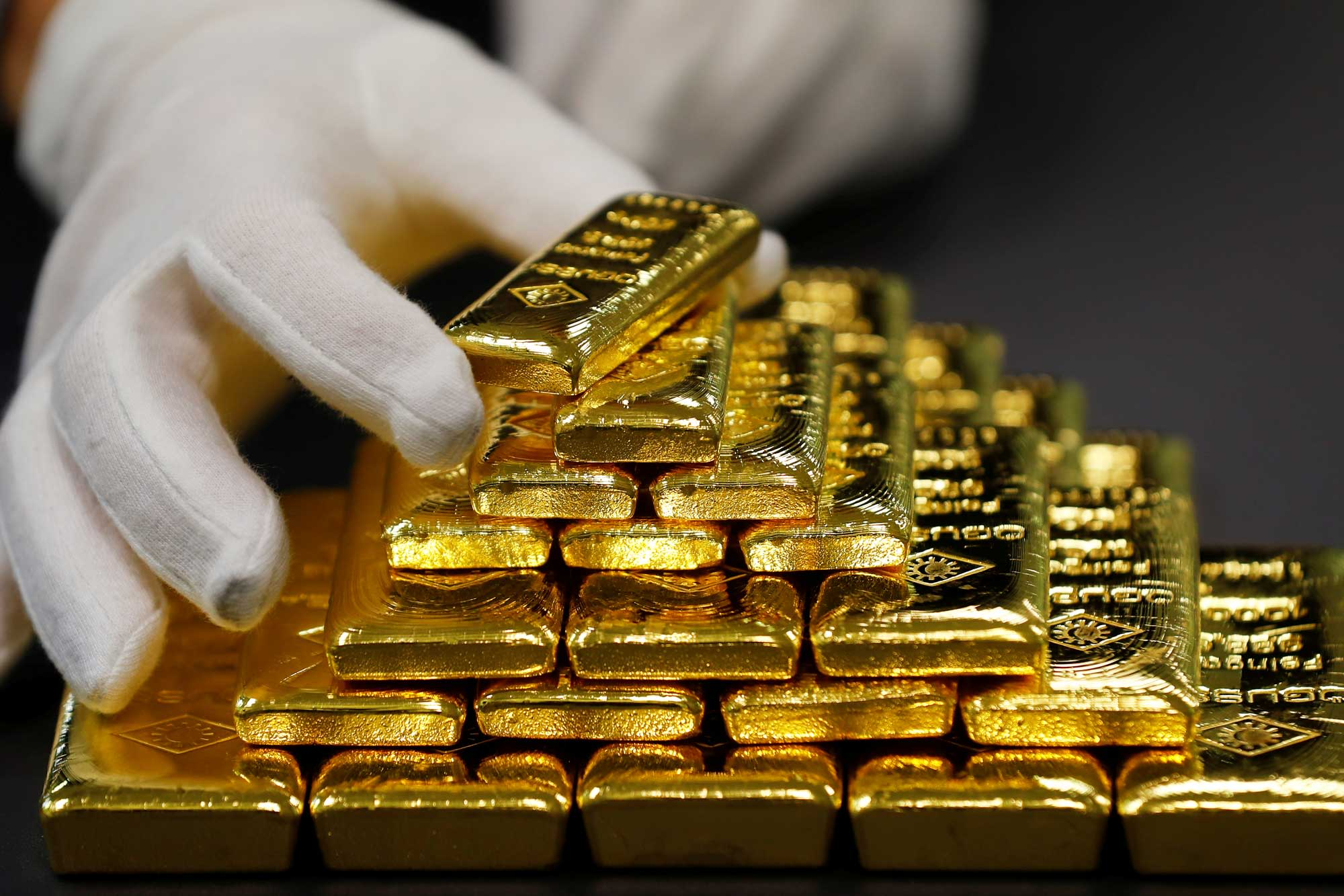 Three reasons why gold is missing out on the commodity rally, ETF expert says