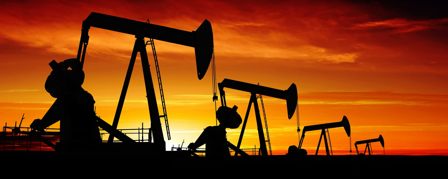 Oil falls 1.4% on surprise US crude build, Trump's China trade comments