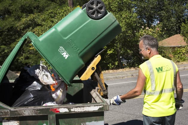 Waste Management to give some workers $2,000 in bonuses after tax bill
