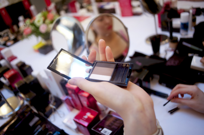 Cosmetics giant L'Oreal says sluggish US makeup market has hit sales