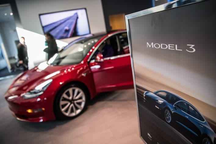 GP: Tesla Model 3 in showroom 180126