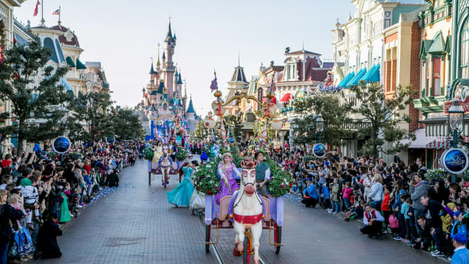 Walt Disney To Invest 2 Billion Euros In Disneyland Paris
