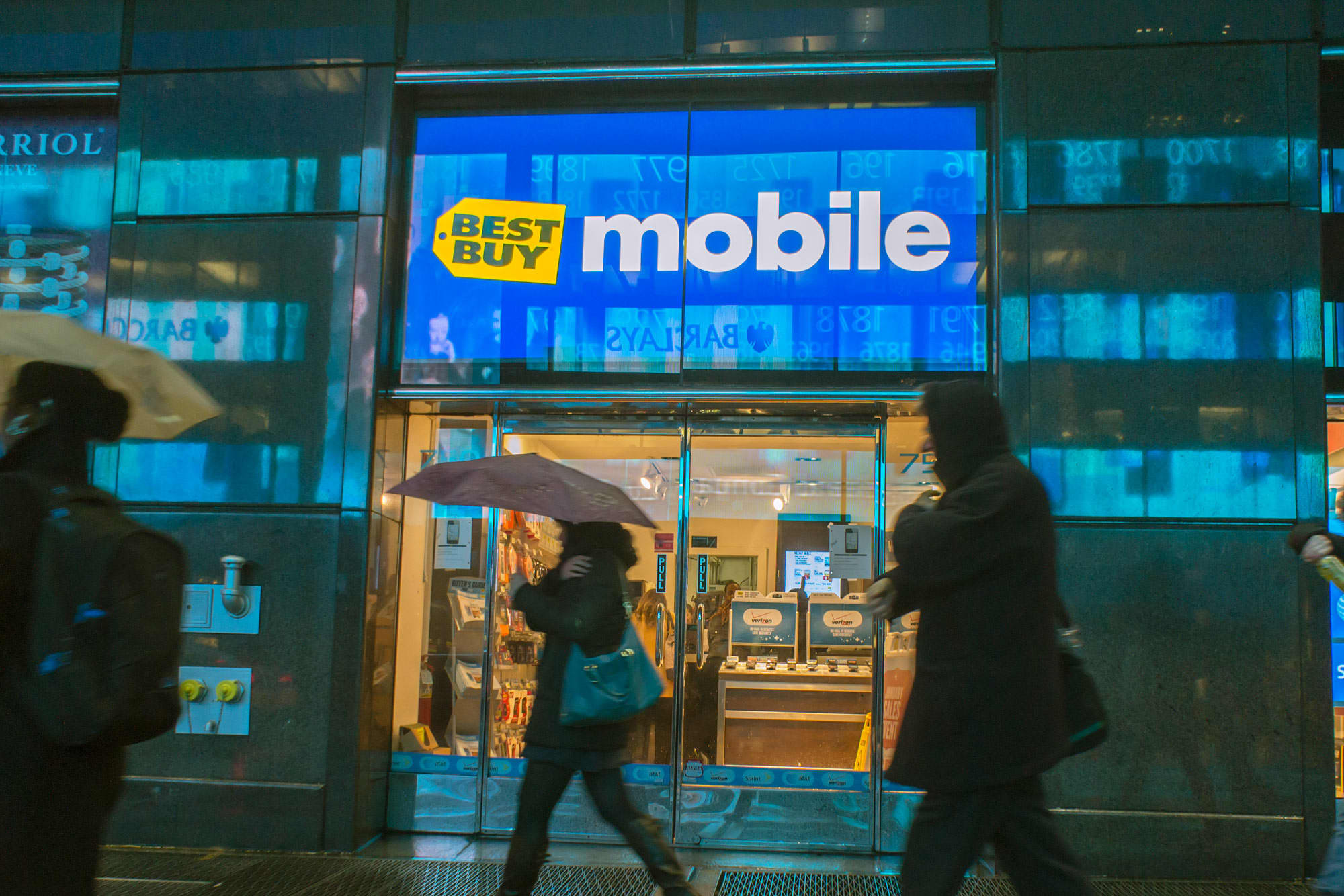 Best Buy To Close All 250 Of Its Smaller Mobile Phone Stores
