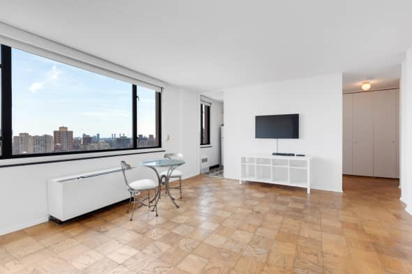 The Ascot Living Room A Studio Apartment In Same Building Where Bethenny Frankel