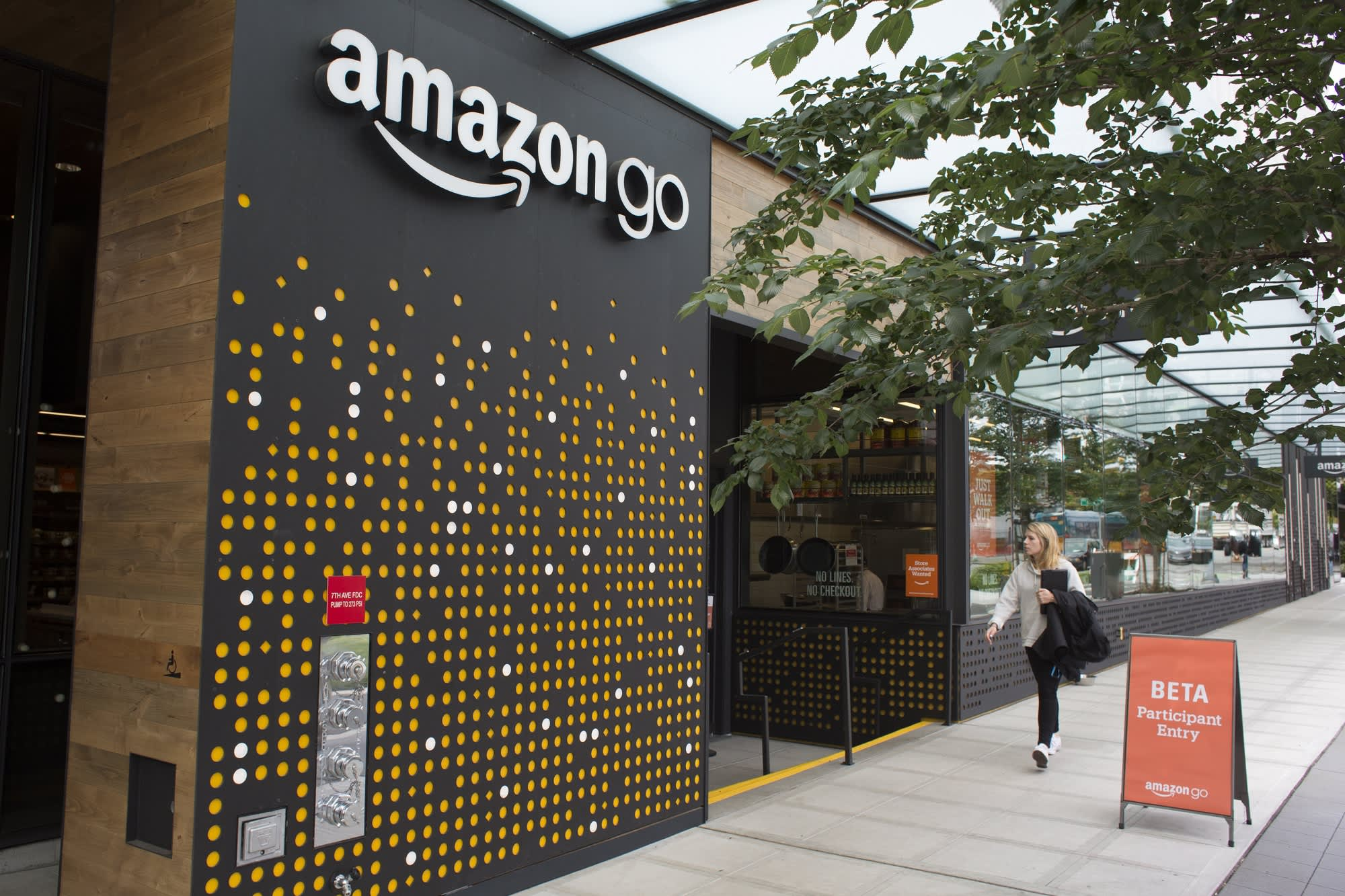 Amazon Go opens for the first time in New York. And the cashier-free store will accept cash thumbnail