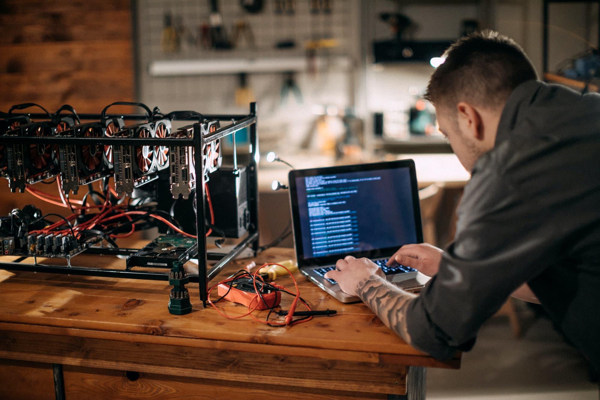 How much do blockchain engineers make?