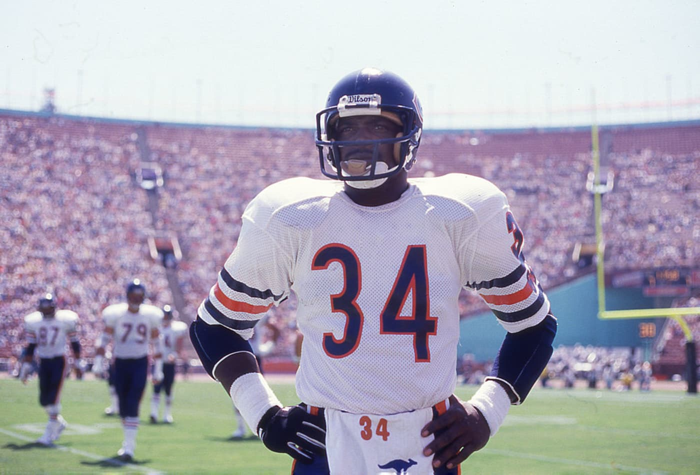 38be7bcedb7 Walter Payton of the Chicago Bears circa 1987 prepares to play against the  Los Angeles Raiders at the Coliseum in Los Angeles, California