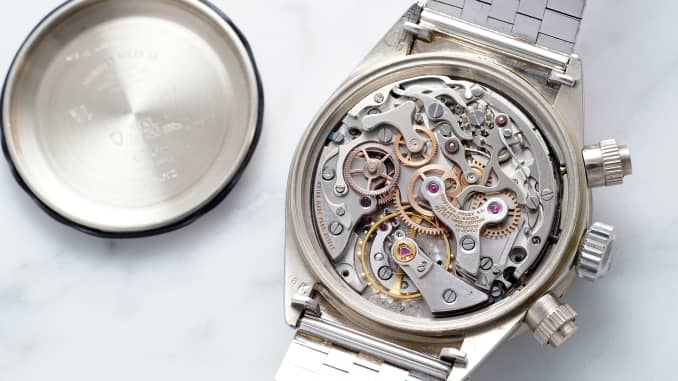 Le cadran de la montre licorne.