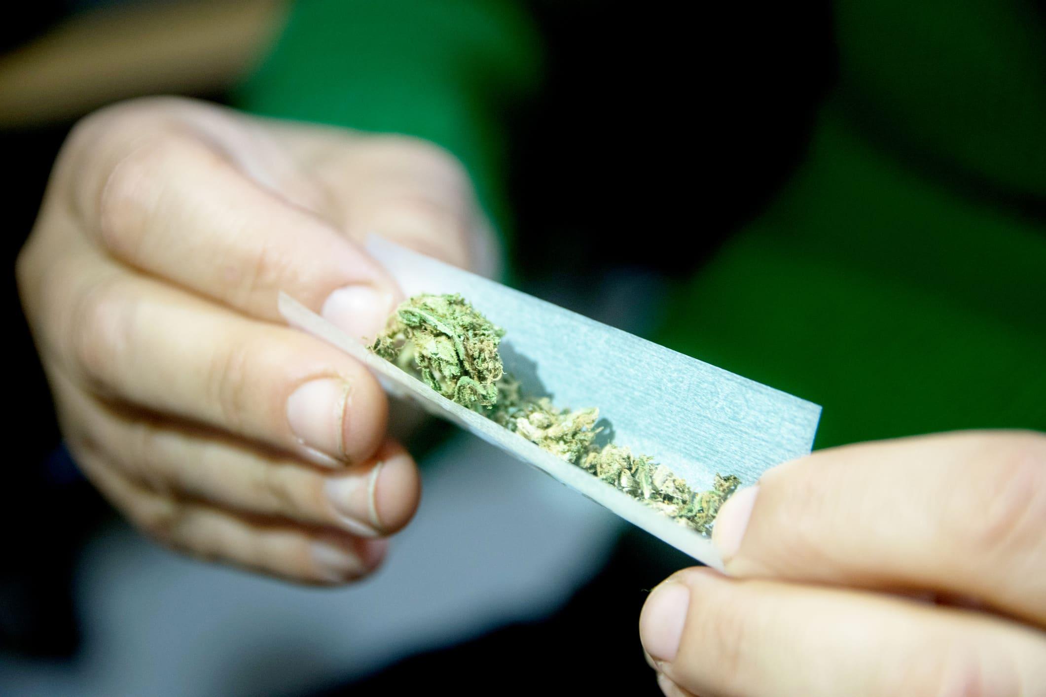 Nadler, Harris to introduce bill decriminalizing pot, expunge prior marijuana convictions
