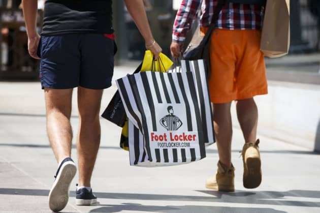 f755659dabe6f6 Foot Locker shares tumble 12% after sales miss estimates
