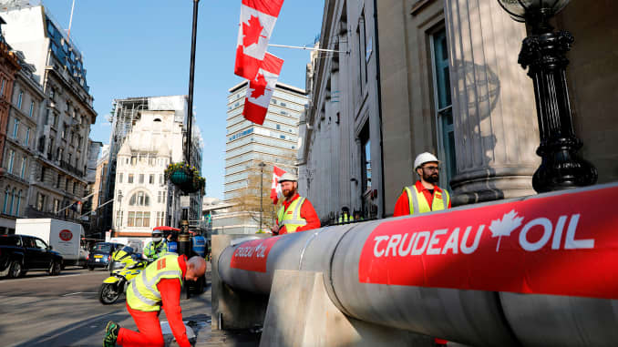 Canada pushes Trans Mountain pipeline to sell oil to Asia