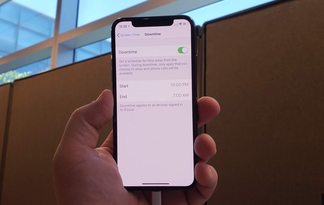 CNBC Tech: iOS 12 downtime