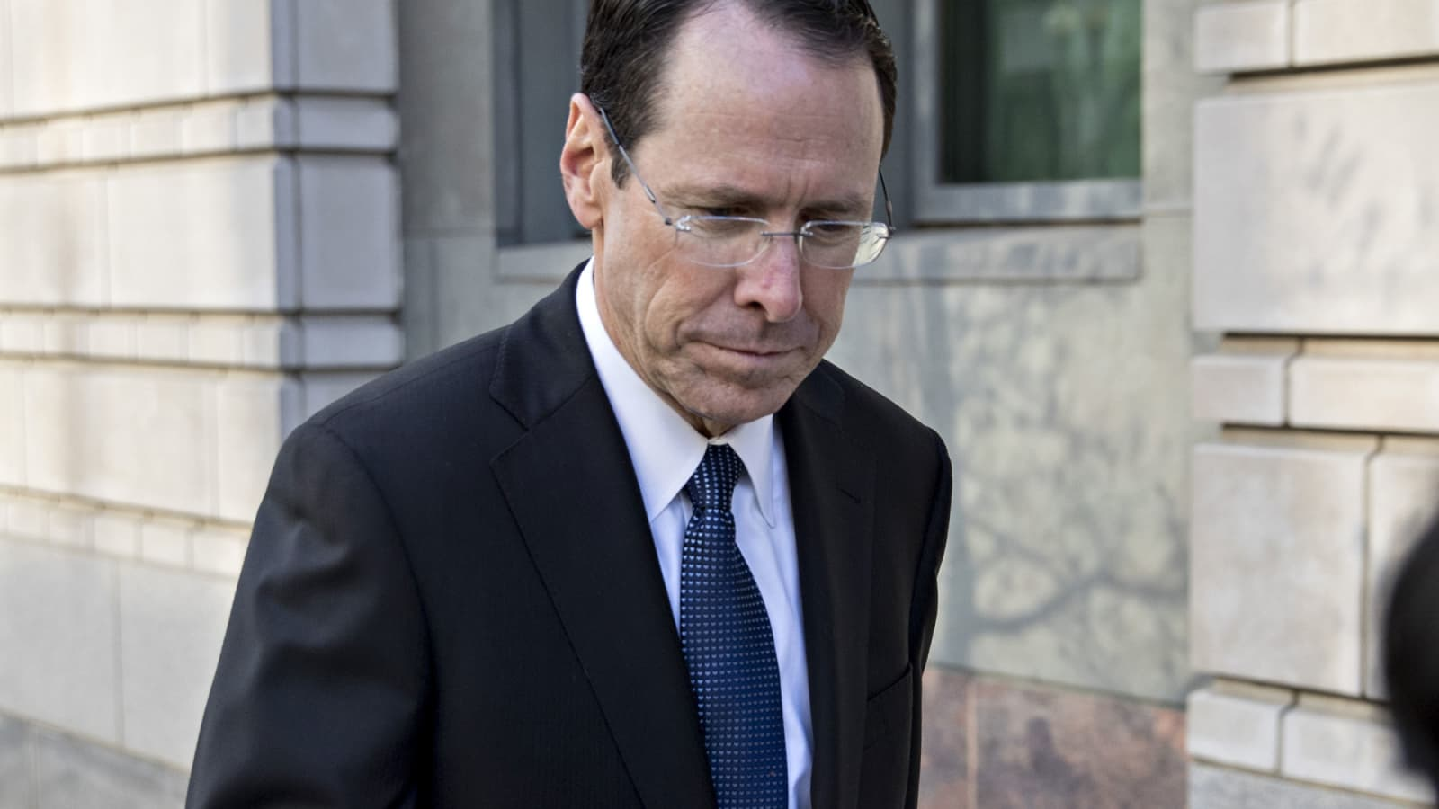 At T Ceo Randall Stephenson To Step Down Coo Stankey To Take Over