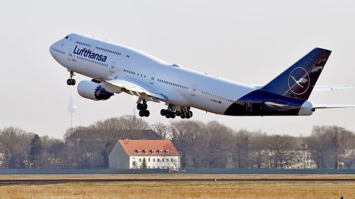 Lufthansa lowers 2019 profit forecast, cites price competition