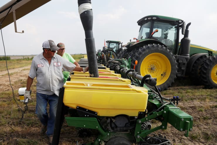 RT: Soybean seeds farmer 180516