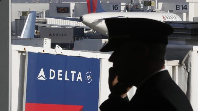 Need a job? Delta's hiring 8,000 pilots