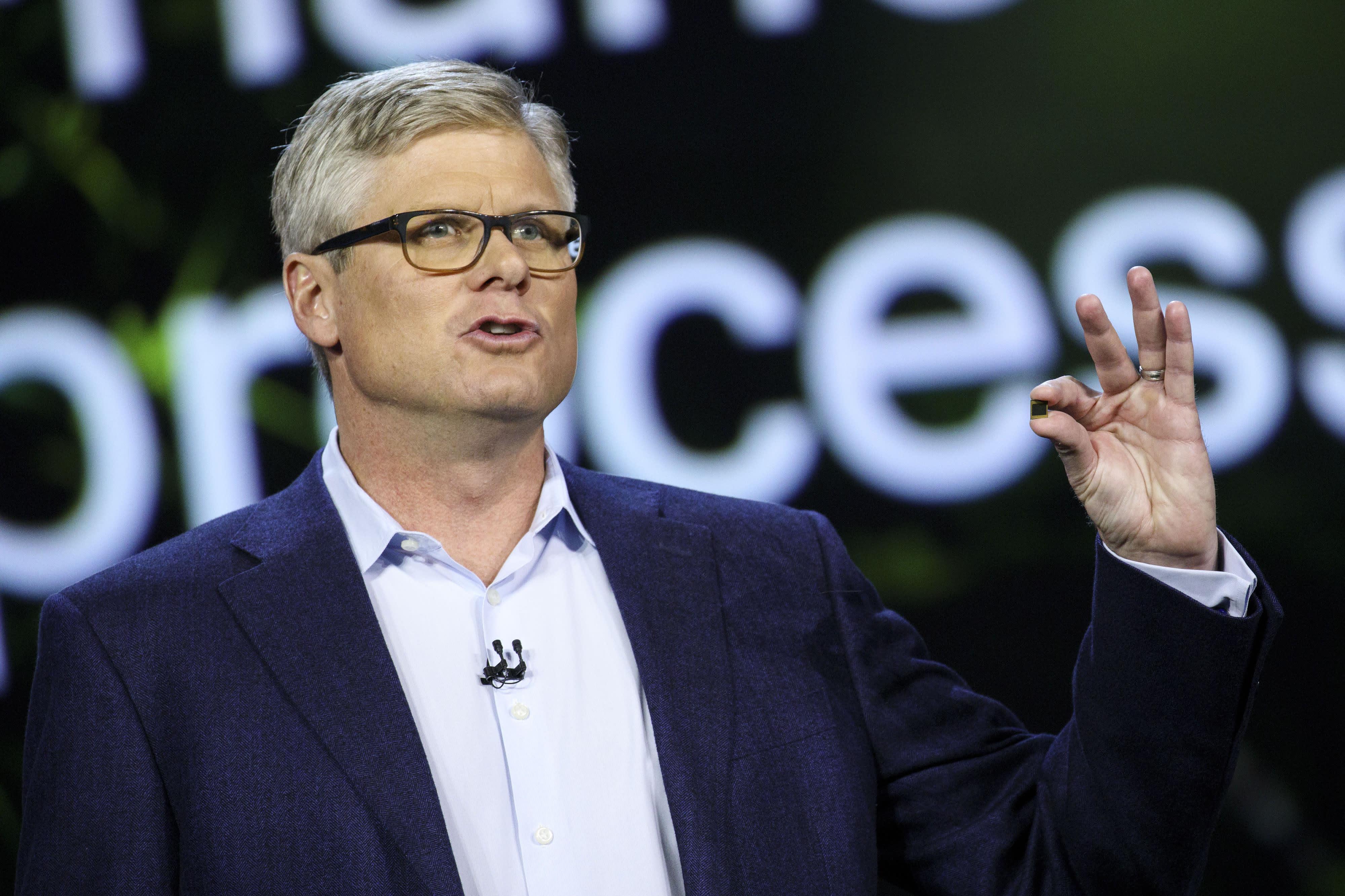 Apple ceo total compensation