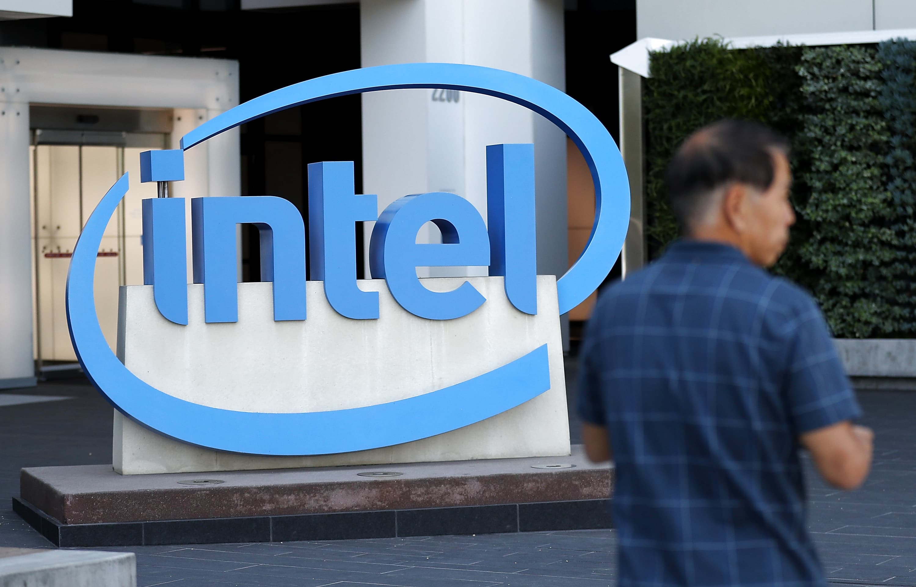 Intel spends $27 million on a new 5G push