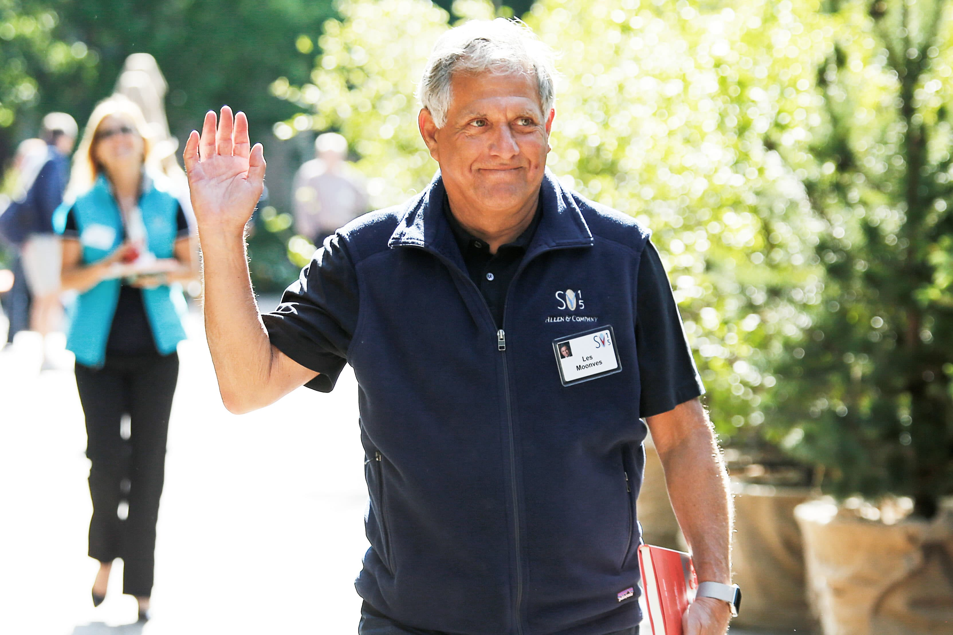 Moonves drops lawsuits to secure $ 120 million severance pay for CBS