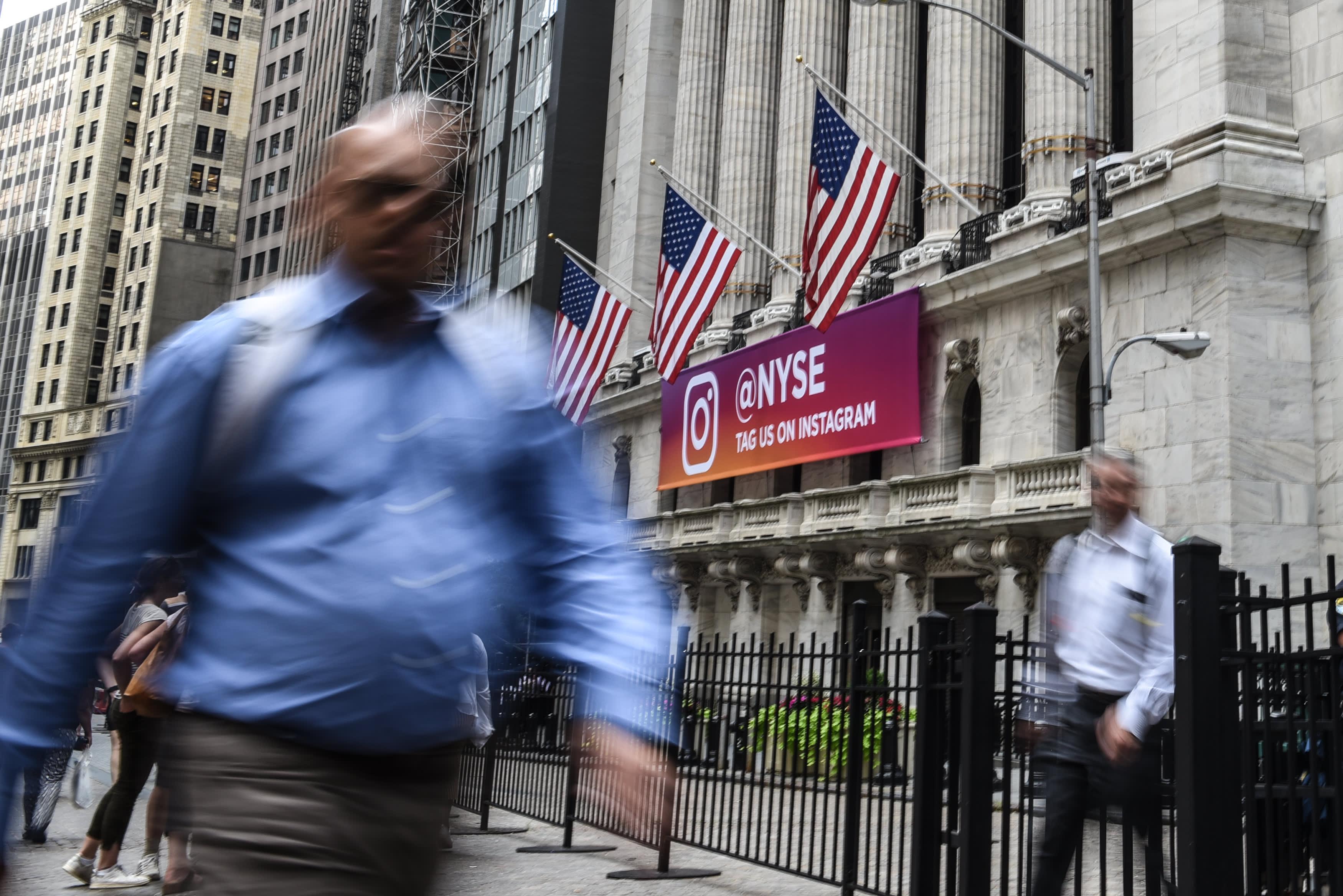 GS: Wall Street NYSE pedestrians 180801
