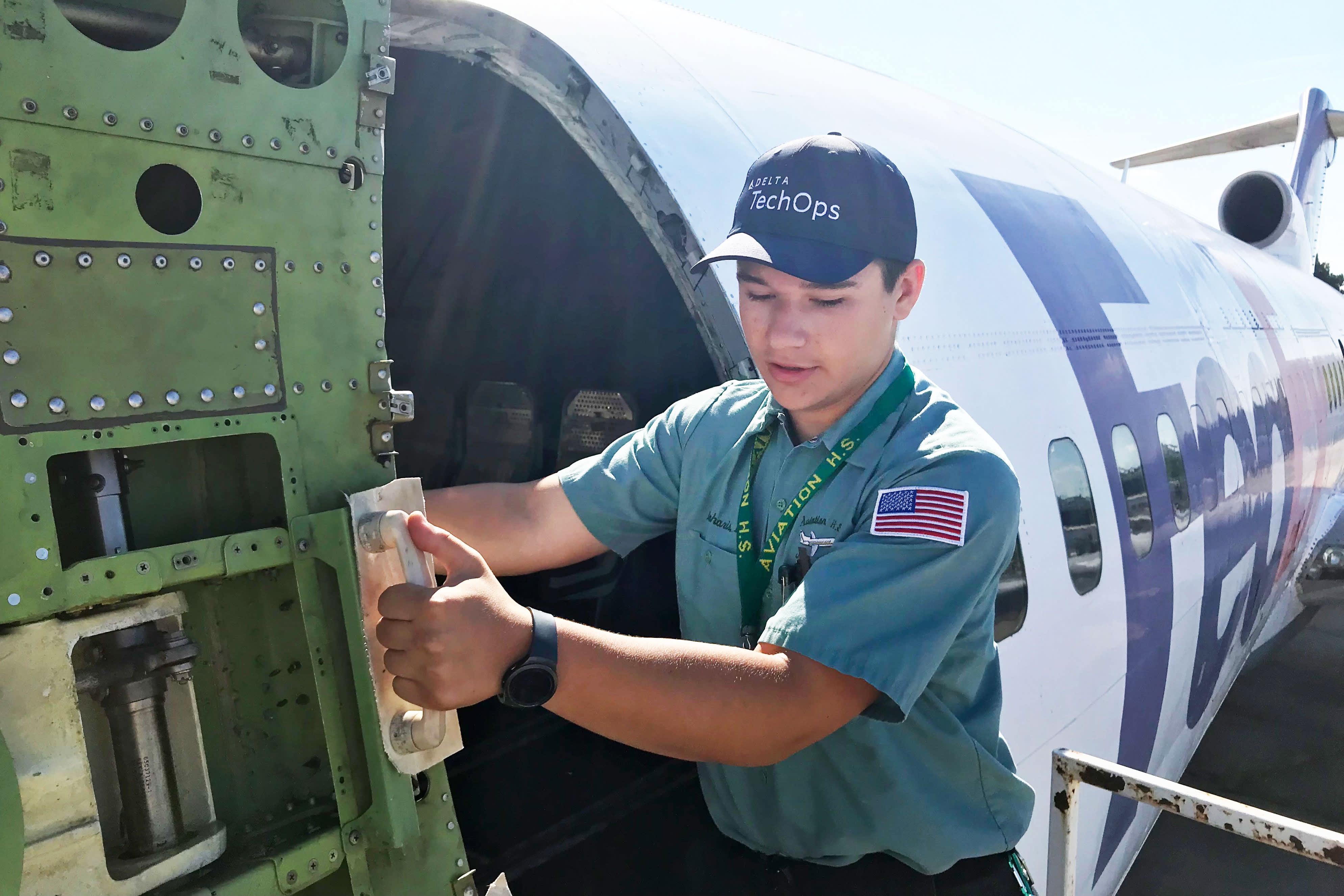 Aviation Industry Scrambles For Mechanics As Retirements Loom
