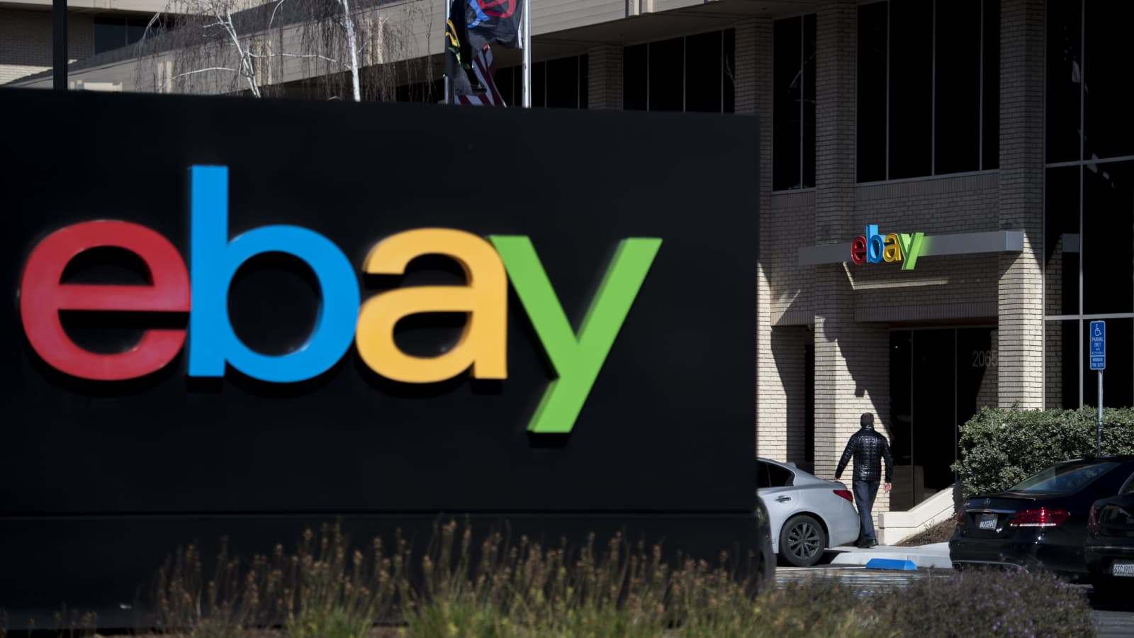Ex Ebay Employees Sent Bloody Pig Mask To Intimidate Critics Feds Say