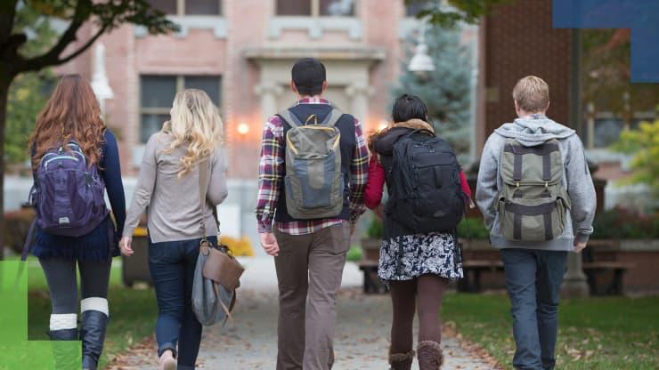 GP: College kids walking on campus