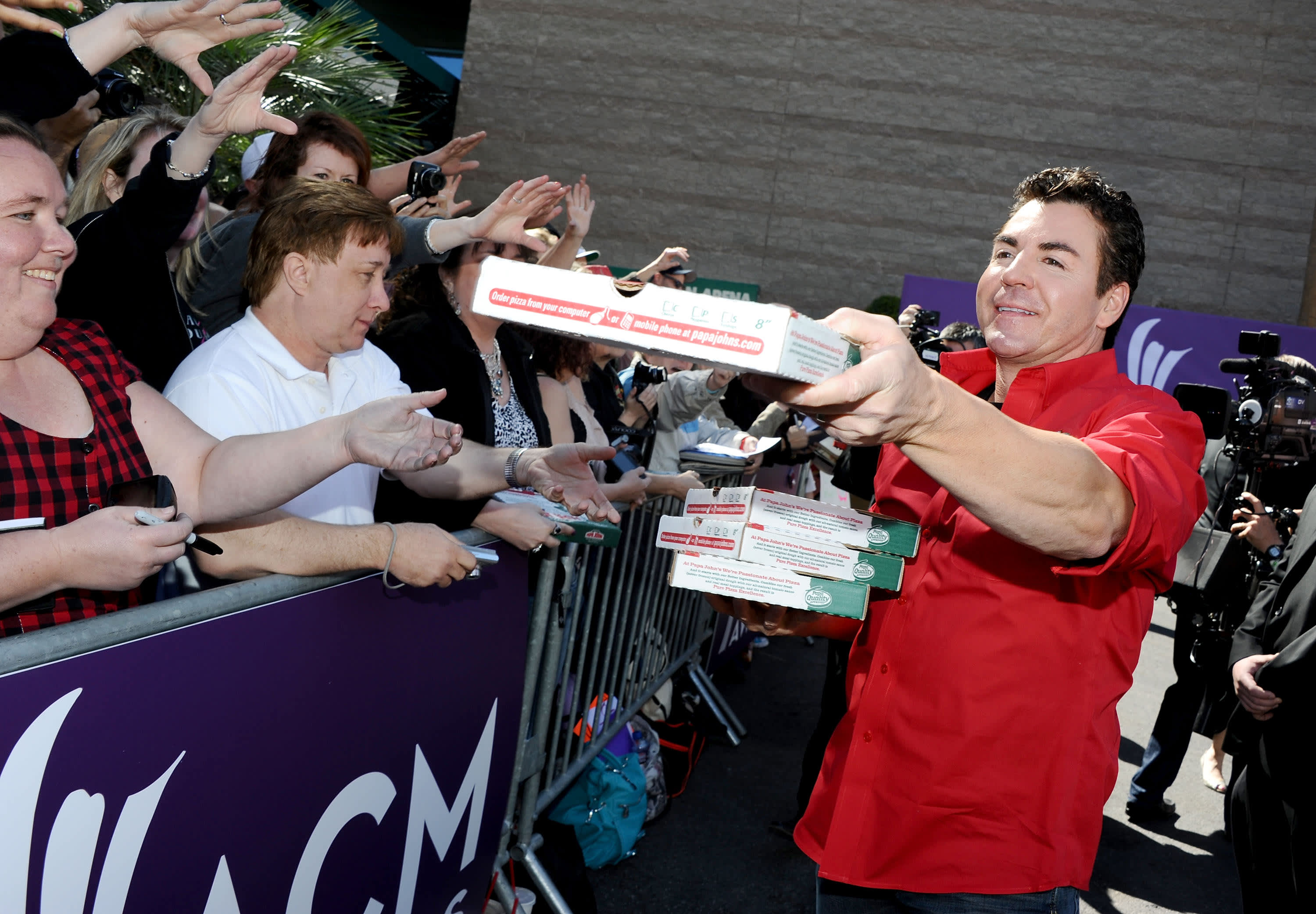 Papa John's founder John Schnatter sells 3.eight million shares
