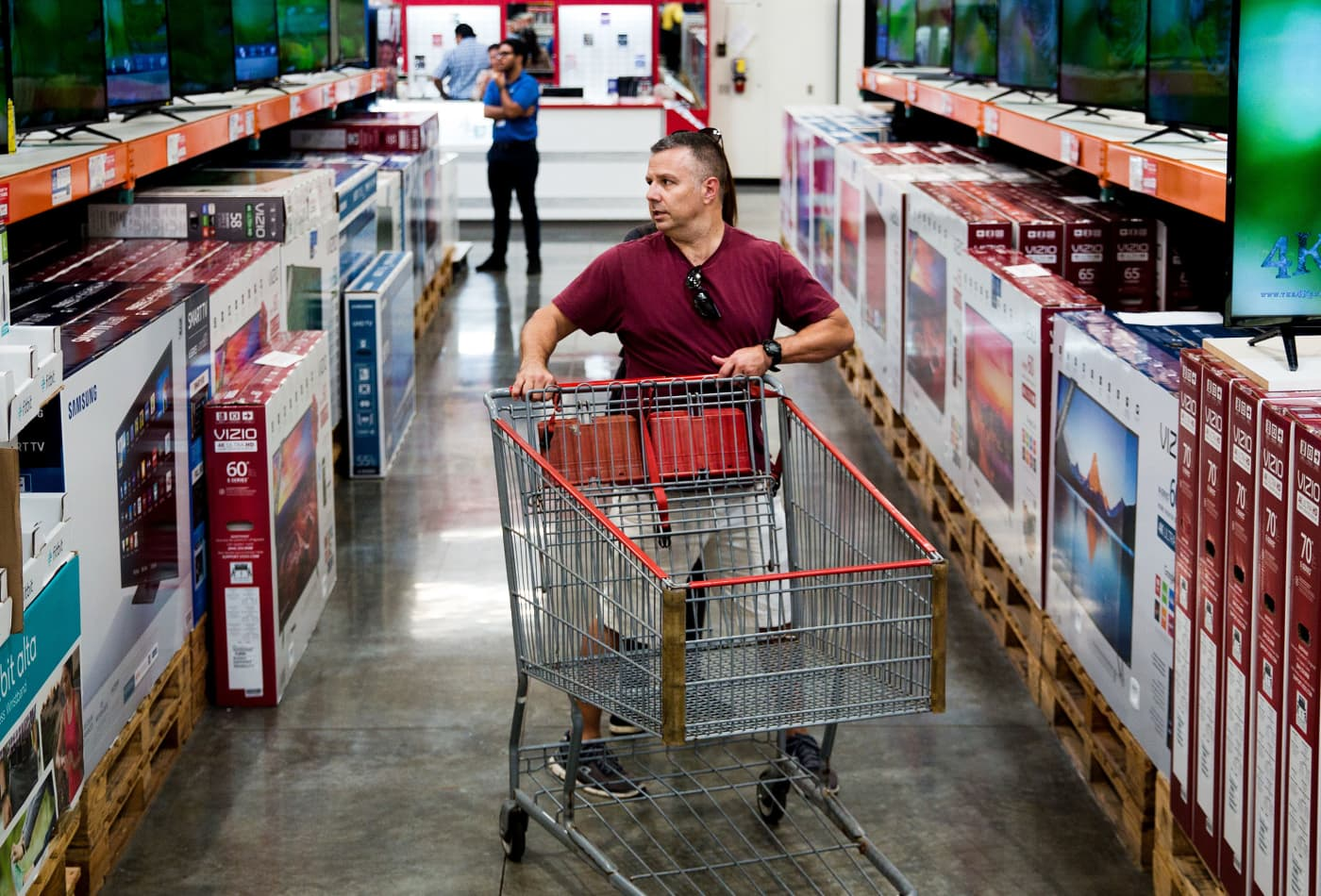 US consumer confidence dips in December