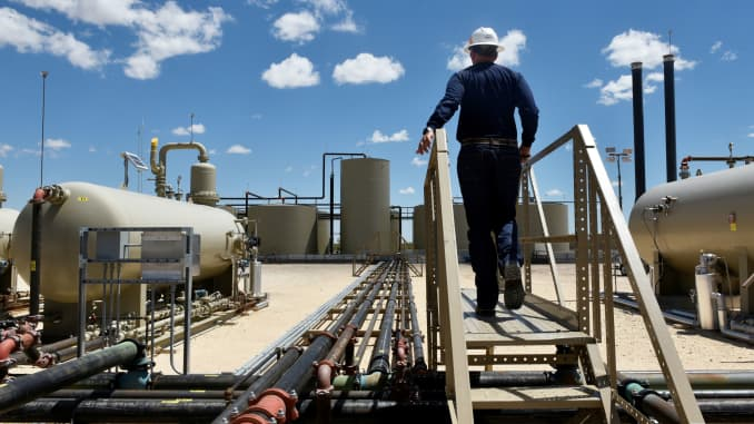 Permian Basin oil boom sends investors back to risky MLPs