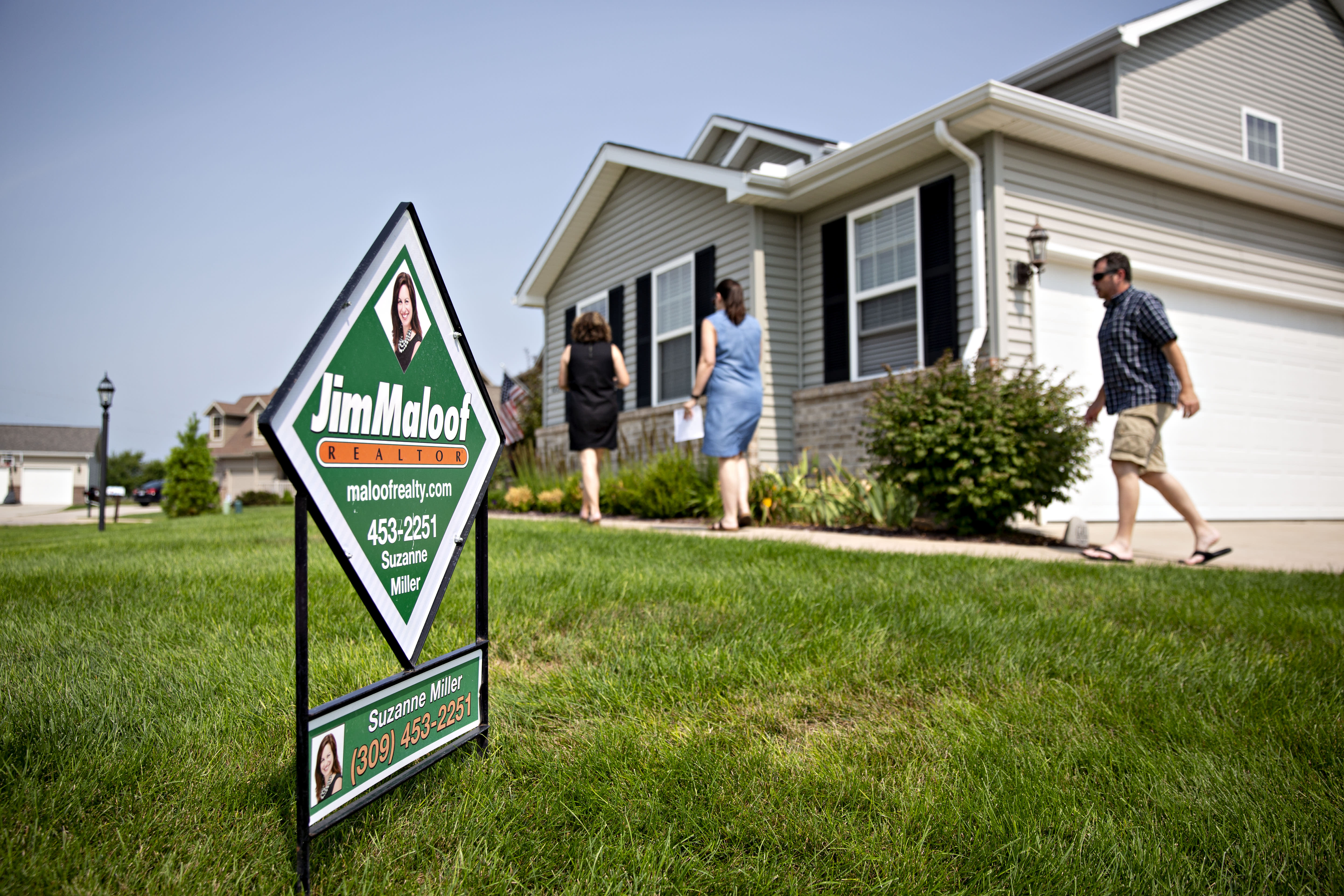 Here's why you might want to rethink getting an adjustable rate mortgage